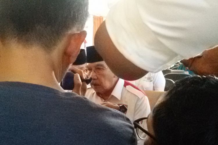 Ketua Umum Garda Jokowi Antasari Azhar saat diwawancara awak media seusai pelantikan pengurus garda Jokowi Bangka Belitung, Selasa (19/2/2019).
