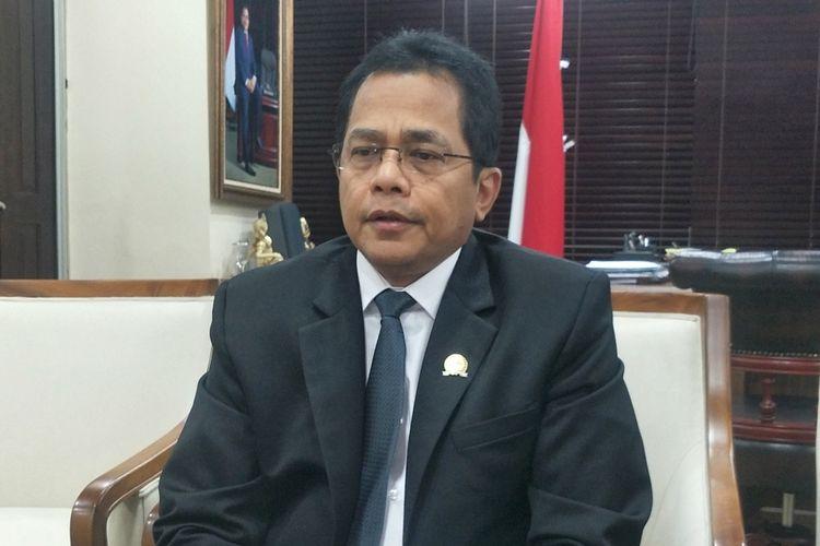 Sekjen DPR Indra Iskandar saat ditemui di ruang kerjanya, gedung Sekretariat Jenderal DPR RI, Kompleks Parlemen, Senayan, Jakarta, Selasa (27/8/2019).