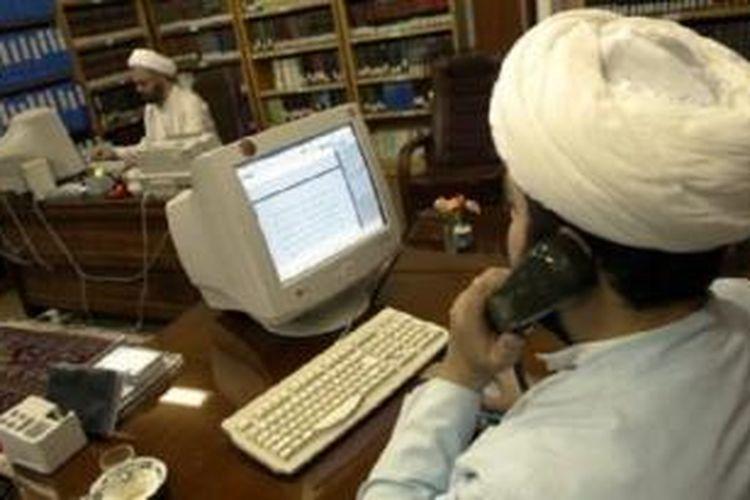 Pemerintah Iran melakukan pembatasan mengakses sejumlah laman jejaring sosial sejak 2009 pasca pemilihan presiden.