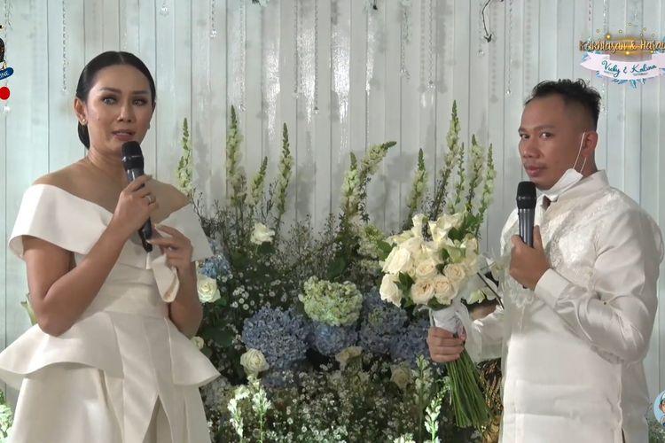 Vicky Prasetyo melamar kekasihnya, Kalina Ocktaranny.