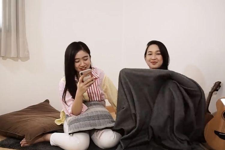 Febby Rastanty dan Agatha Pricilla menjawab pertanyaan netizen. (Bidikan YouTube Febby Rastanty).