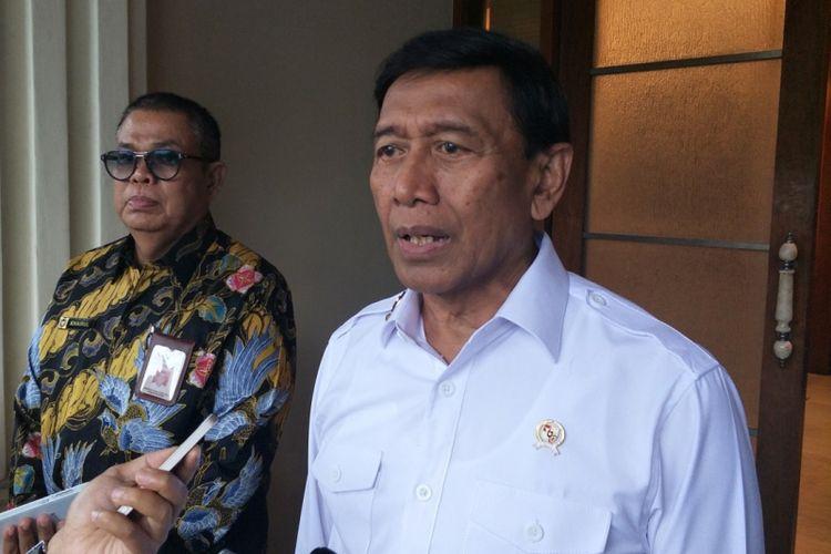 Menteri Koordinator Bidang Politik, Hukum dan Keamanan Wiranto saat ditemui di Kemenko Polhukam, Jakarta Pusat, Rabu (20/12/2017).