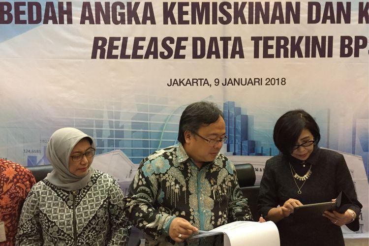 Kepala Bappenas Bambang Brodjonegoro bersama jajarannya mengumumkan hasil analisis penurunan angka kemiskinan dan kesenjangan dari data BPS awal tahun 2018 pada Selasa (9/1/2018).