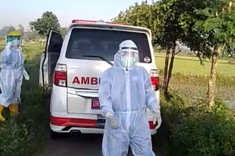 tangkapan layar video saat diamankan SL (50)!yakg merupakan pasien positif Covid-19 yang kabur dari rumah sakit Praya