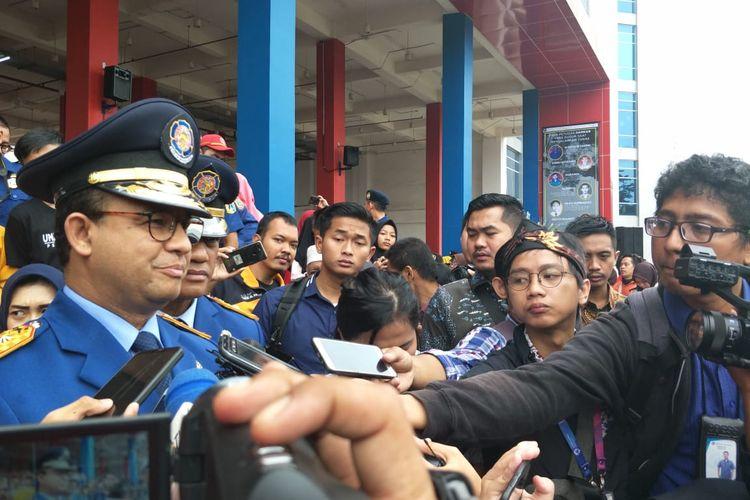 Gubernur DKI Jakarta Anies Baswedan di kantor Dinas Penanggulangan Kebakaran dan Penyelamatan Provinsi DKI Jakarta, Jakarta Pusat, Minggu (1/3/2020).