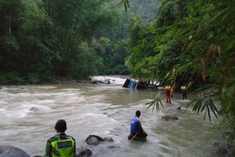 Lokasi jatuhnya bus Sriwijaya yang menyebabkan 25 orang penumpang tewas dan 14 lainnya luka-luka. Bus tersebut jatuh ke jurang saat melintas di Liku Lematang, Desa Prahu Dipo, Kecamatan Dempo Selatan, kota Pagaralam, Sumatera Selatan, Selasa (24/12/2019).