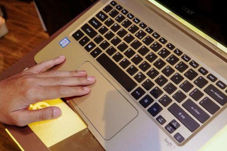 Touchpad milik Acer Swift 7 dan Spin 7 memiliki bentuk yang agak melebar dibandingkan notebook lainnya. Menurut pihak Acer, hal ini dimaksudkan agar pengguna bertangan kidal juga bisa menggunakan touchpad tersebut dengan nyaman.