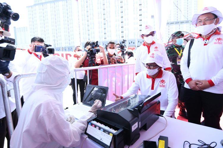 Rapid tes massal di Wisma Atlet Kemayoran yang digagas Relawan Indonesia Bersatu Lawan Covid-19, Rabu (22/4/2020).