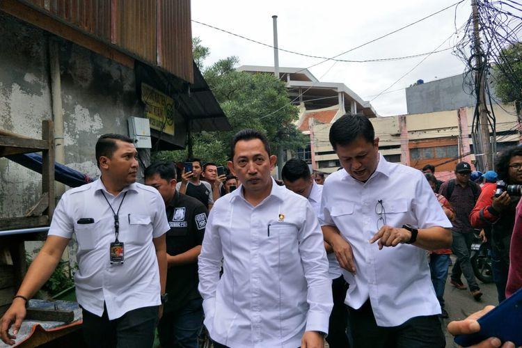 Polisi sidak dua distributor masker di Jalan Pancoran, Glodok, Jakarta Barat, Kamis (4/3/2020) sore.   Sidak tersebut dipimpin oleh Kepala Badan Reserse Kriminal (Kabareskrim) Polri, Komjen (Pol) Listyo Sigit Prabowo.