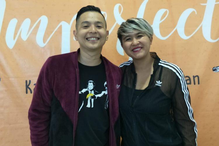 Ernest Prakasa dan Meira Anastasia dalam jumpa pers perkenalan pemain film Imperfect, di Kantor Starvision, Cempaka Putih, Jakarta Pusat, Jumat (26/7/2019).