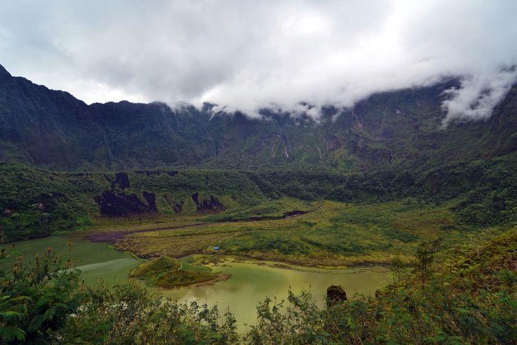 Kawah Galunggung, Tasikmalaya, Jawa Barat.