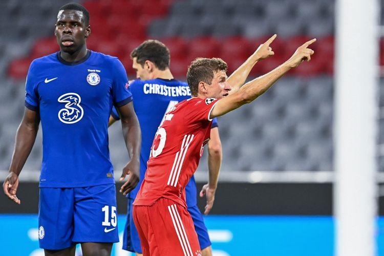 Pemain Bayern Muenchen, Thomas Mueller (kanan), saat tampil pada laga Bayern vs Chelsea yang merupakan laga leg kedua babak 16 besar Liga Champions, di Aliianz Arena, Sabtu (8/8/2020) atau Minggu dini hari WIB.