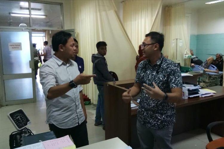 Wali Kota Bogor Bima Arya Sugiarto saat mendatangi sejumlah layanan publik rumah sakit dan Stasiun Bogor paska pemadaman listrik, Minggu (4/8/2019)