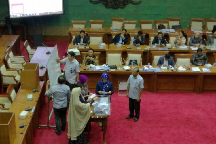 Pemilihan Ketua Dewan Komisioner OJK Periode 2017-2022 di Ruang Rapat Komisi XI DPR, Kamis (8/6/2017)