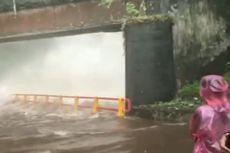 Air Terjun Lembah Anai Meluap, Petugas Bersihkan Material Kayu