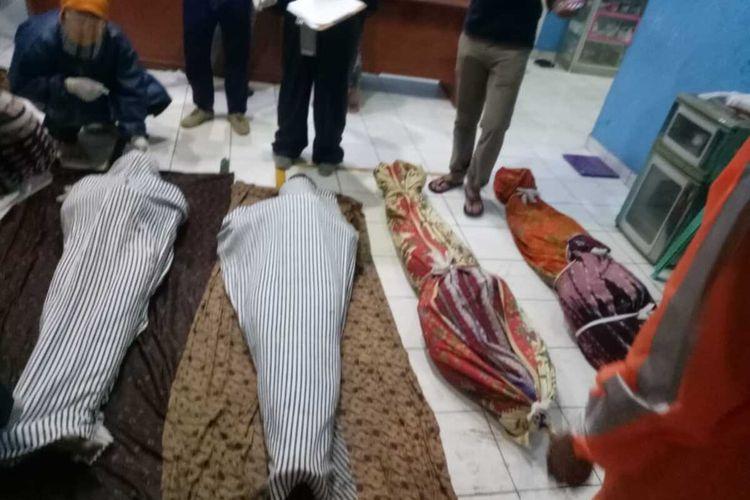 11 penambang batubara ilegal di Desa Tanjung Lalang, Kecamatan Tanjung Agung, Kabupaten Muara Enim, Sumatera Selatan tewas setelah tanah galian tambang tersebut amblas, Rabu (21/10/2020).