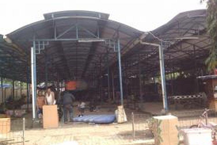 Lokasi binaan ini adalah lokasi binaan awal yang disediakan untuk para PKL. Namun setelah dijalani sebulan oleh Dwi seorang pedagang rempah-rempah, dagangannya malah busuk dan ia merugi, Jakarta, Jumat (2/8/2013)