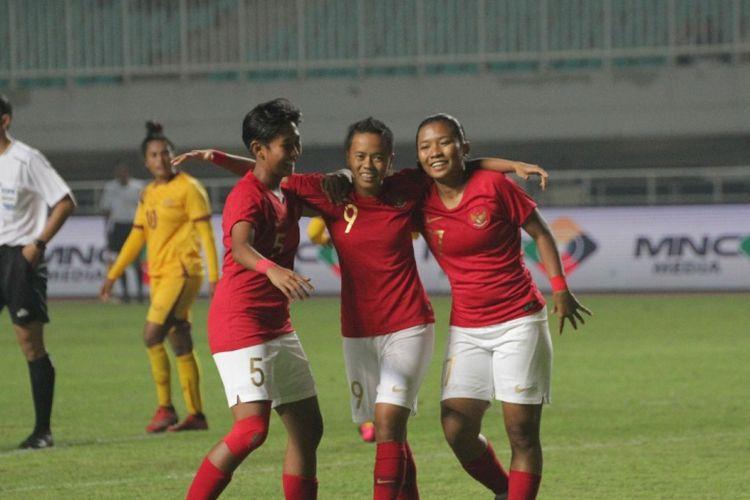 Timnas putri Indonesia saat tampil menghadapi Sri Lanka pada laga uji coba di Stadion Pakansari, Cibinong, Sabtu (16/11/2019).