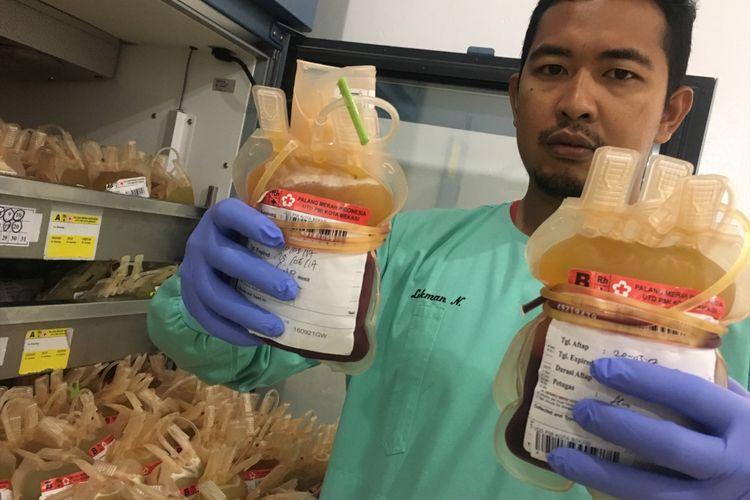 Di bulan Ramadhan ini, pendonor darah di Kota Bekasi menurun menurut data Unit Transfusi Darah (UTD) PMI Kota Bekasi, Rabu (31/5/2017).