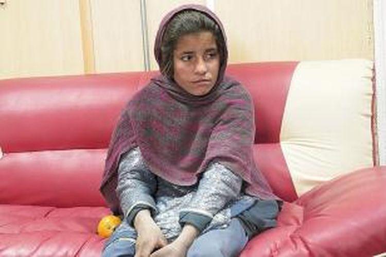 Spozhmai (10), seorang bocah perempuan yang mengaku dipaksa kakak laki-lakinya untuk melakukan aksi bunuh diri di Provinsi Helmand, Afganistan.