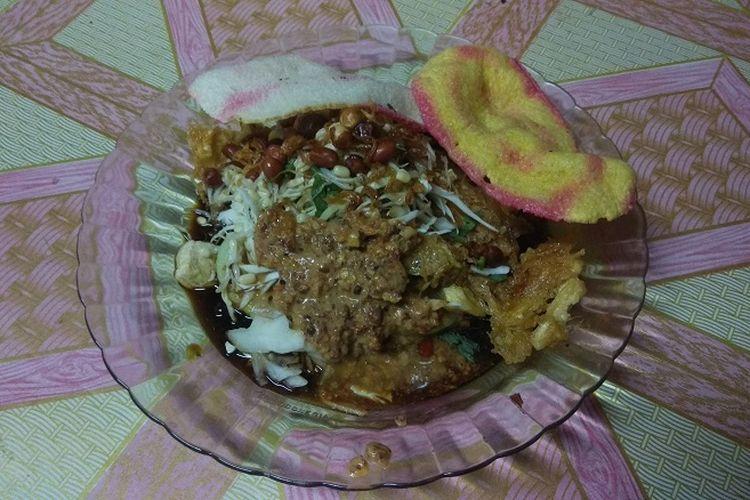 Kuliner tahu tepo tersaji di Warung Tahu Tepo Mbok Nem di bilangan Jalan Dr. Soetomo, Ngawi, Jawa Timur. Tahu tepo merupakan salah satu kuliner khas Ngawi yang wajib dicoba.