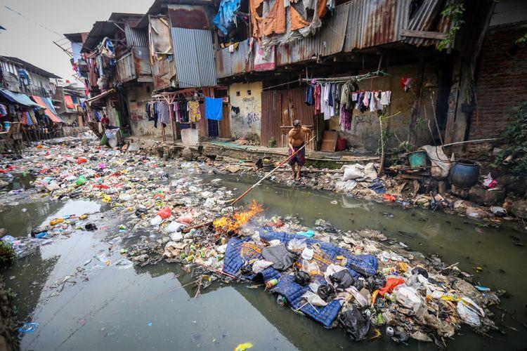 Sungai Sejuta Sampah Dan Kurangnya Kesadaran Warga