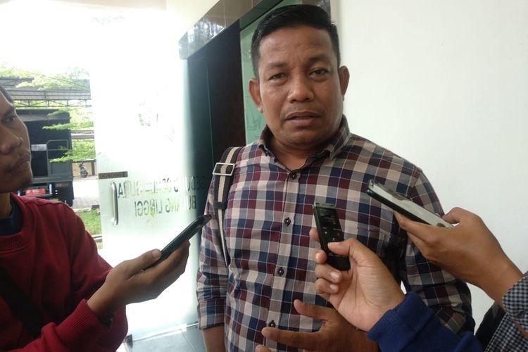 Satreskrim Polres Tanjungpinang, Kepulauan Riau mengamankan Auliansyah, Warga Tanjungpinang, Kepulauan Riau terduga pelaku hate speech atau membuat status nyinyir terkait kasus penikaman Menko Polhukam Wiranto.