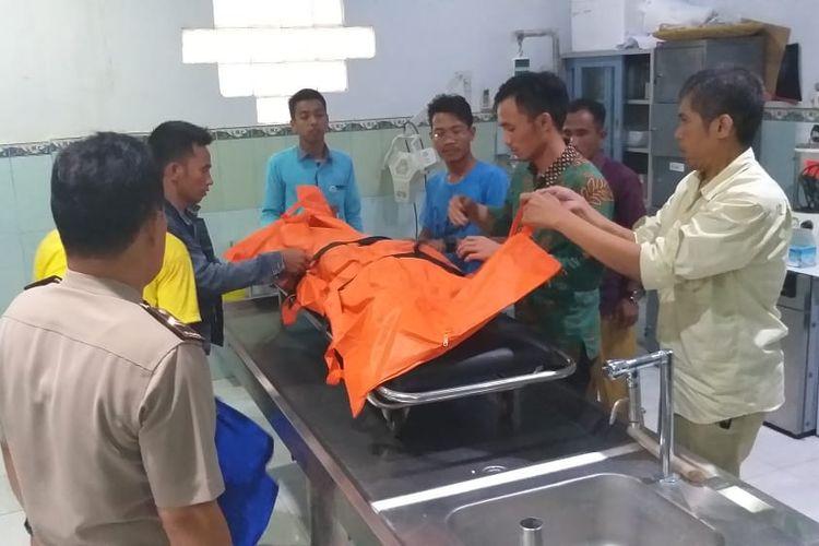 Jenazah Melindawati Zidemi (24) Vikaris atau calon Pendeta yang ditemukan tewas tanpa busana di Kabupaten OKI, ketika berada di ruang jenazah Rumah Sakit (RS) Bhayangkara Palembang, Sumatera Selatan, Selasa (26/3/2019).