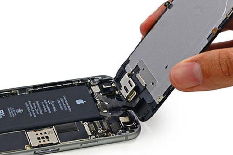 Sel baterai yang ditambahkan di penutup bagian belakang iPhone 6 untuk menambah daya tahan baterai.