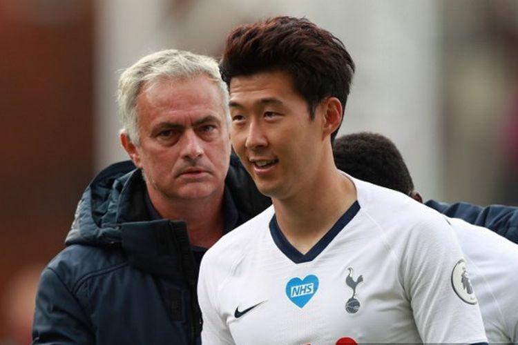 Pelatih Tottenham Hotspur, Jose Mourinho dan Son Heung-min.