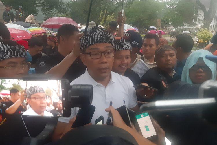 Gubernur Jawa Barat Ridwan Kamil diwawancara usai meresmikan Alun-alun Sumedang, Sabtu (14/3/2020) petang. AAM AMINULLAH/KOMPAS.com