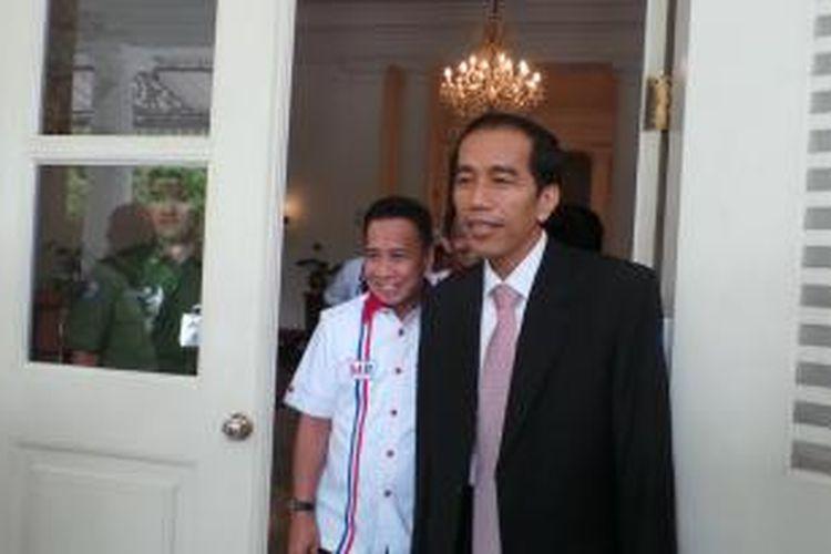 Gubernur DKI Jakarta Joko Widodo (kanan) bersama Calon Wali Kota Tangerang Dedi Gumelar (Miing) di Balaikota Jakarta, Senin (29/7/2013).