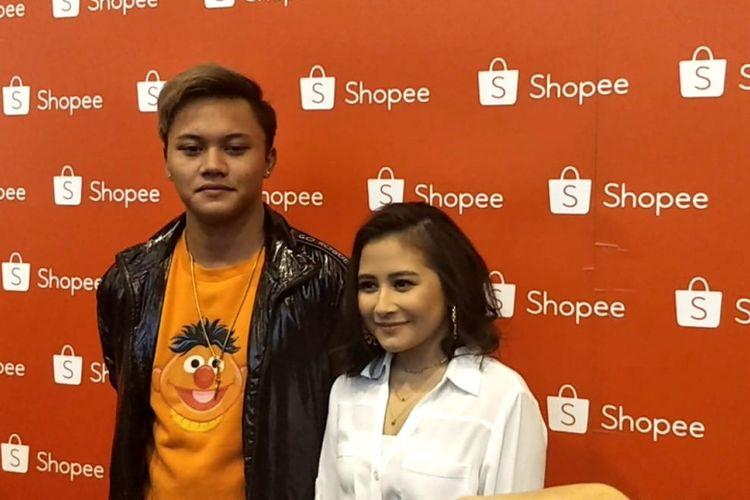 Rezki Febian dan Prilly Latuconsina saat ditemui menjelang acara Road to 12.12 Shopee Birthday Sale di International Convention Center (SICC), Bogor, Jawa Barat, Senin (19/11/2018).