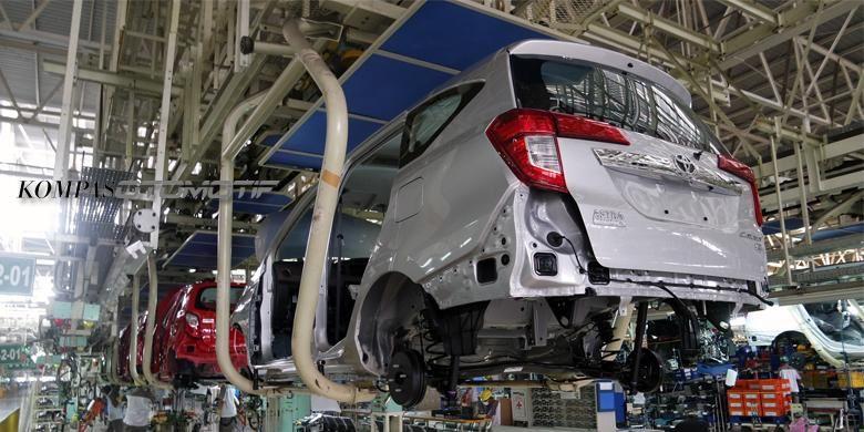 Ilustrasi produksi mobil di pabrik Daihatsu.