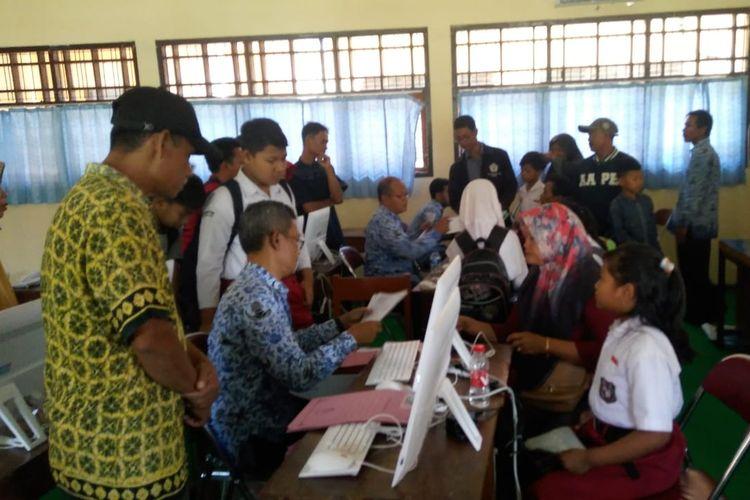 Penerimaan PPDB di SMPN 1 Kendal Jawa Tengah. KOMPAS.com/ SLAMET PRIYATIN