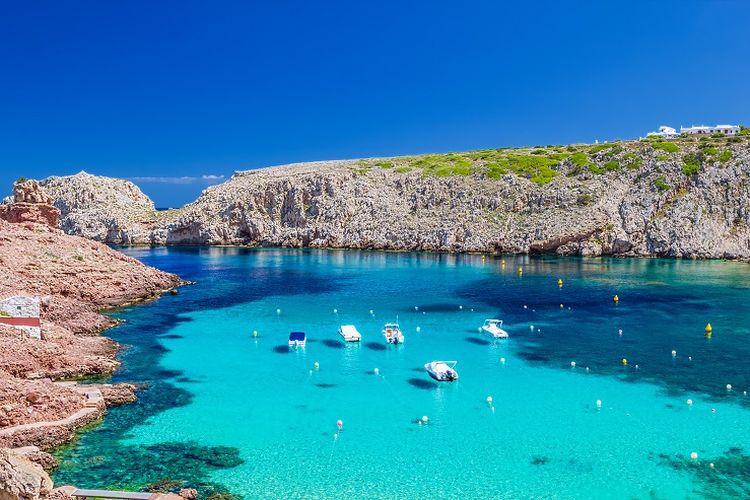 Ilustrasi pantai di Spanyol.