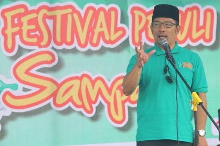 Wali Kota Bandung Ridwan Kamil saat menjadi pembicara dalam kegiatan Hari Peduli Sampah Nasional di Balai Kota Bandung, Jalan Wastukancana, Selasa (21/2/2017) pagi. KOMPAS.com/DENDI RAMDHANI
