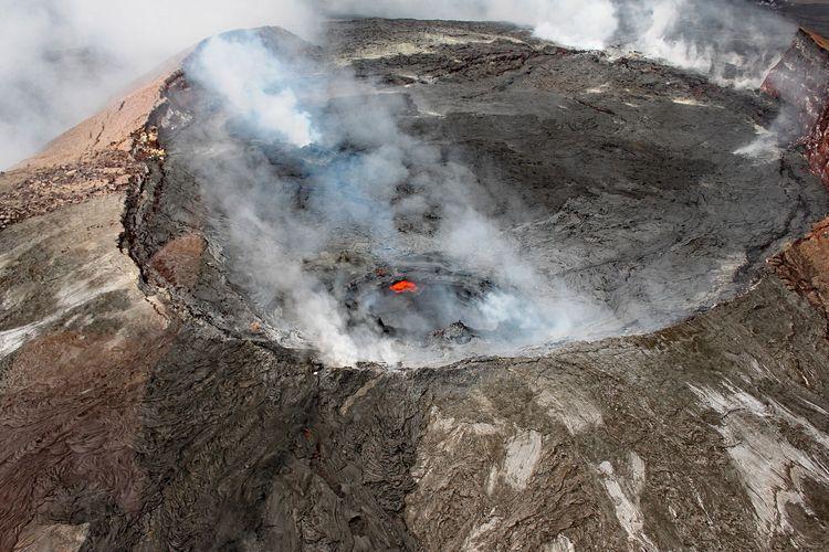 Puncak Gunung Kilauela Amerika Serikat