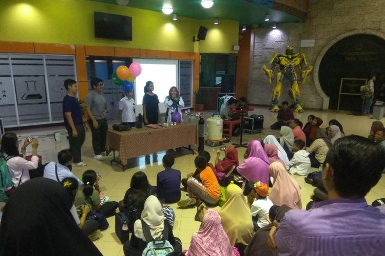 Suasa museum IPTEK TMII jelang gerhana bulan, Rabu (31/1/2018)