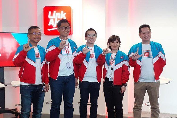 COO LinkAja Haryati Lawidjaja (kedua kanan) berpose usia memaparkan milestone LinkAja pada 2019 di Jakarta, Selasa (17/12/2019).