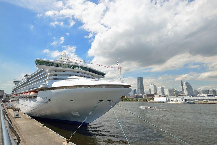 Kapal pesiar Diamond Princess di pelabuhan Yokohama, Jepang.