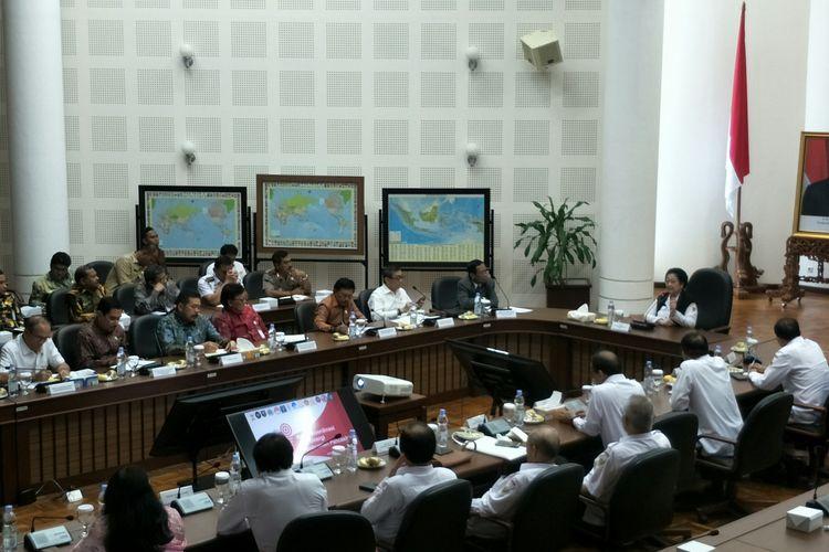 Rapat bersama BPIP di Kantor Wapres, Jakarta, Kamis (19/12/2019)