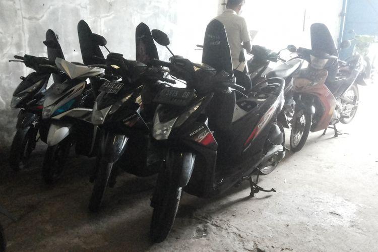 Ilustrasi motor-motor tarikan leasing.