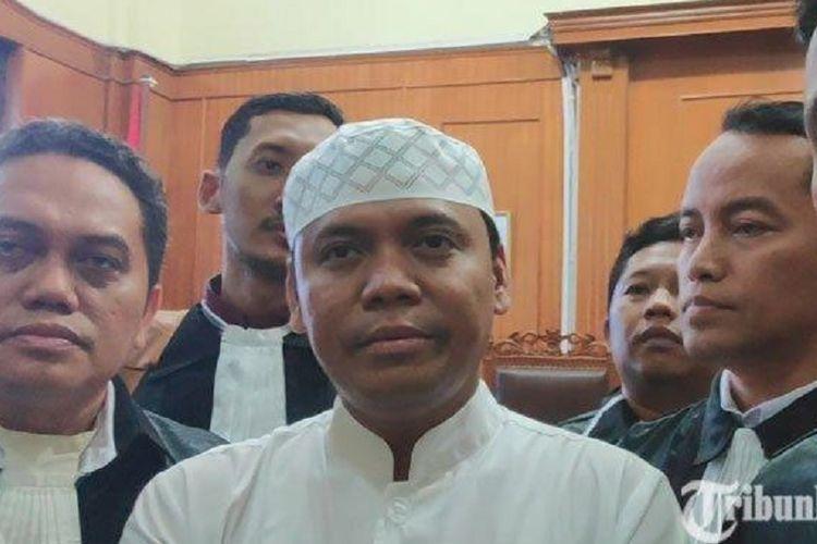 Sugi Nur Raharja atau Gus Nur bersama kuasa hukumnya usai sidang di Ruang Candra, PN Surabaya, Jawa Timur, Kamis, (23/5/2019).