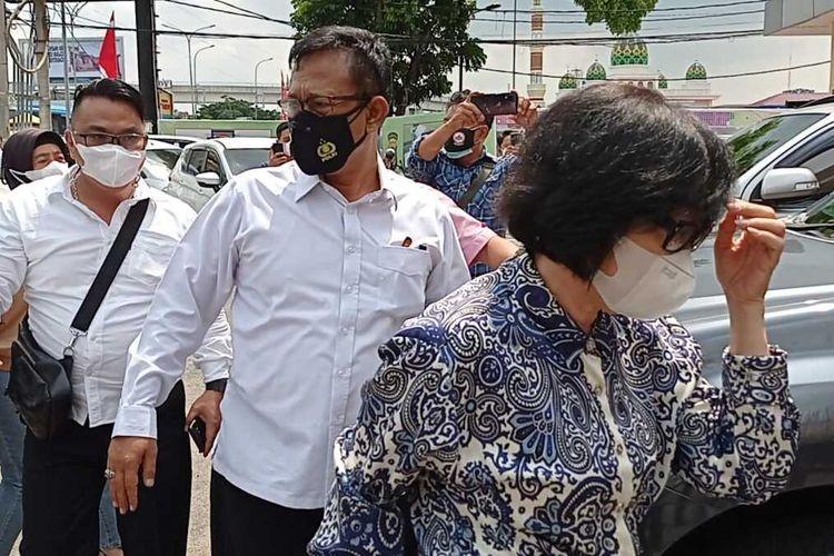 Heriyanti anak Akidi Tio yang diduga melakukan penipuan bantuan Rp 2 Triliun saat berada di Polda Sumatera Selatan, Senin (2/8/2021).