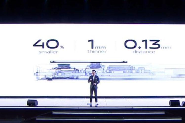 Product Manager Vivo Indonesia, Hadie Mandala, menjelaskan penyesuaian ukuran kamera gimbal Vivo X50 Pro.
