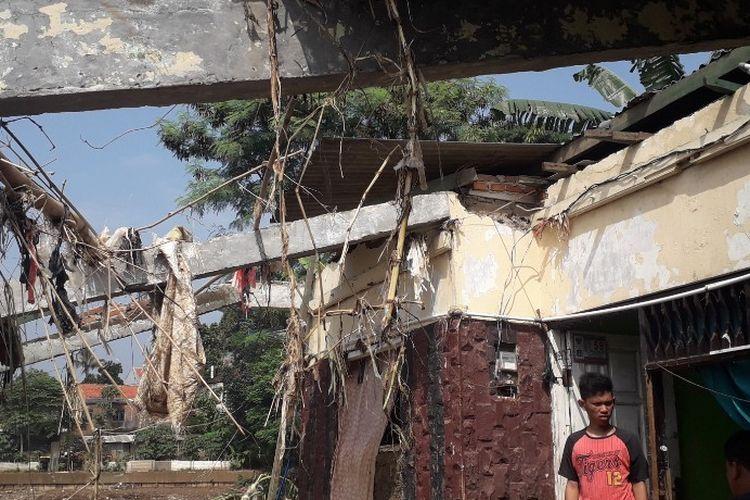 Atap rumah warga di RT 005 RW 005 rusak diterjang banjir, Selasa (30/4/2019).