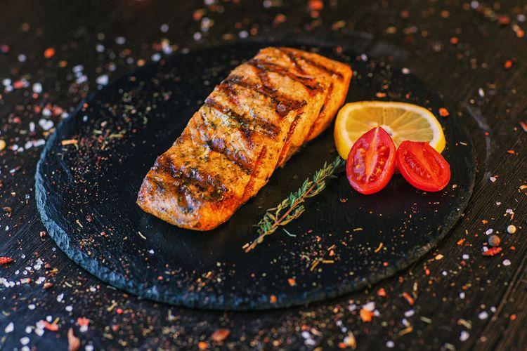 ilustrasi steak salmon.