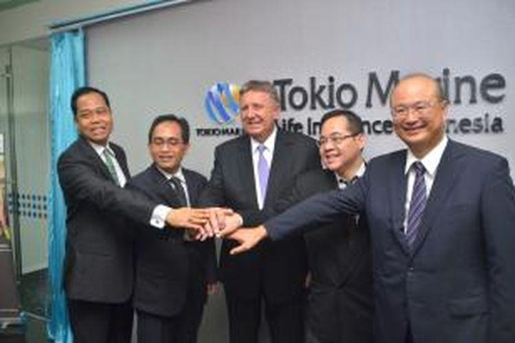 Management Tokio Marine Life Insurance Indonesian (TMLI) yang dipimpin oleh Presiden Direktur Mr. David J. Beynon dalam peresmian kantor pemasaran pertamanya di Menara Jamsostek.