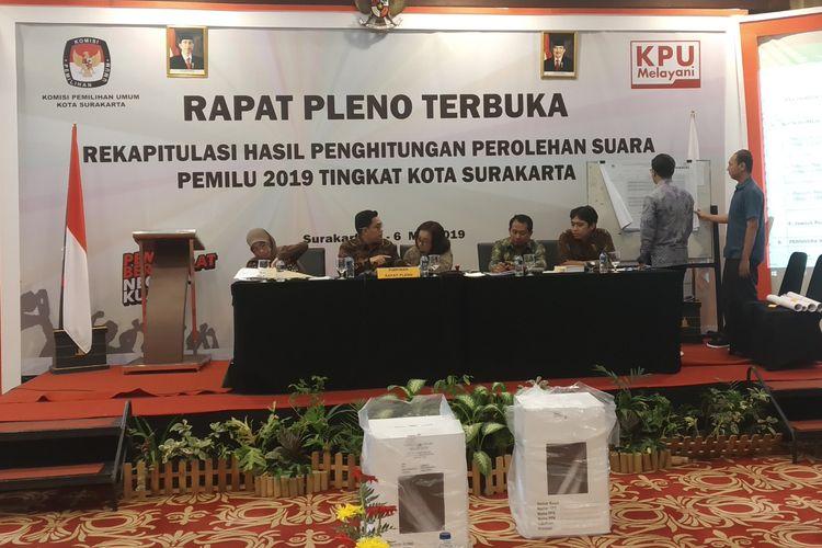 Proses rekapitulasi penghitungan perolehan suara Pemilu 2019 yang dilaksanakan KPU Surakarta di The Sunan Hotel Solo, Jawa Tengah, Minggu (5/5/2019).